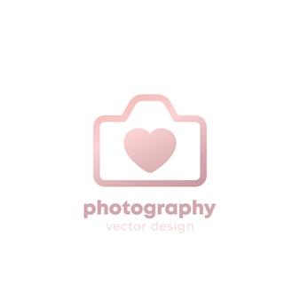 Logo design fotografico con fotocamera e cuore