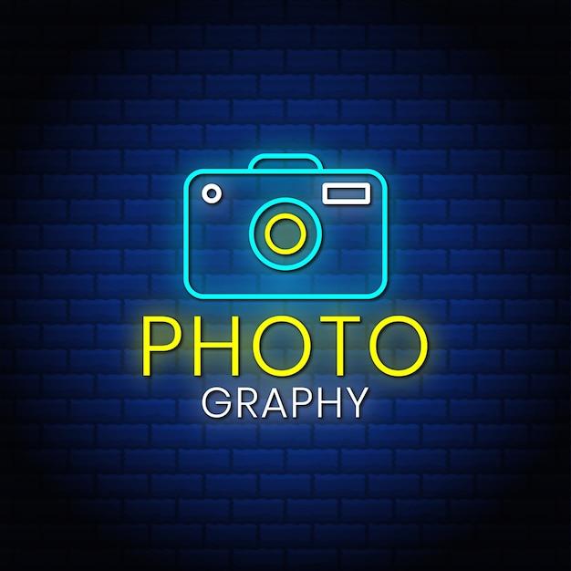 Fotografia insegne al neon stile testo design con icona della fotocamera.
