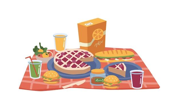Cibo da picnic su panini con torta coperta e succo di frutta