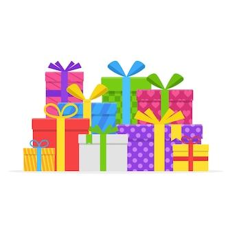 Pila regalo colorato o scatole presenti con nastro e fiocco insieme vettoriale isolato. confezione regalo per natale o una festa di compleanno in stile piatto.