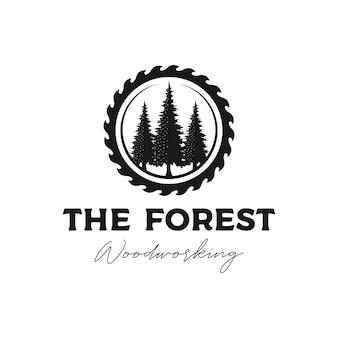 Vettore di design del logo del pino e della smerigliatrice per la lavorazione del legno o la falegnameria