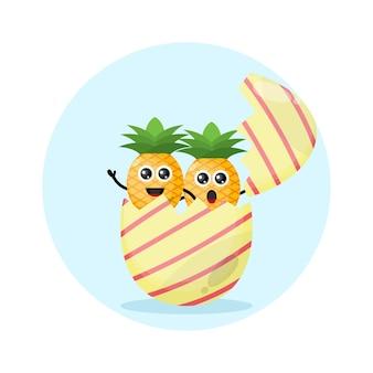 Logo del personaggio mascotte dell'uovo di pasqua dell'ananas
