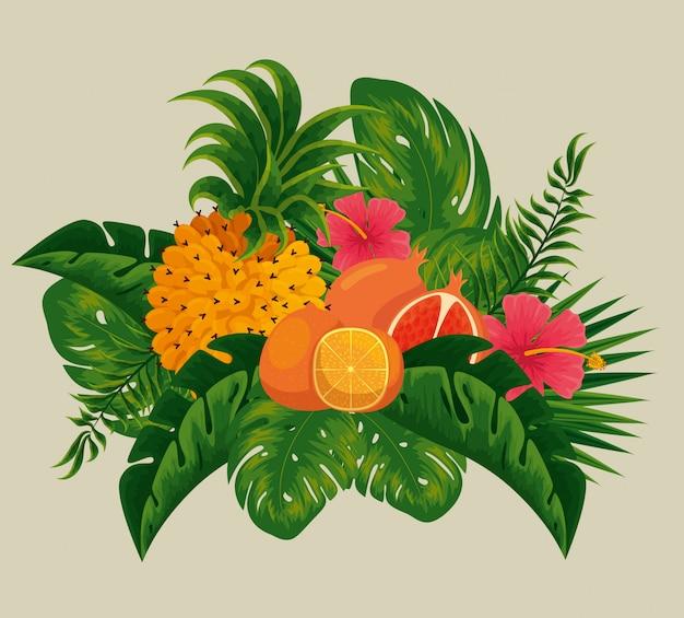 Ananas con frutti di arancia e melograno nelle foglie