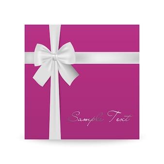 Biglietto di auguri rosa con fiocco bianco isolato su bianco