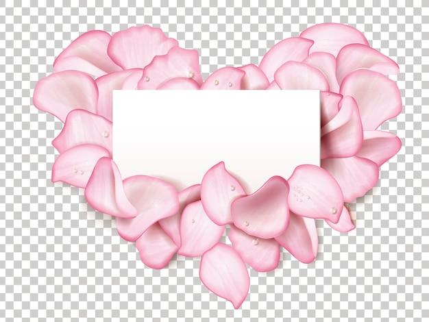 Petali di rosa rosa a forma di cuore