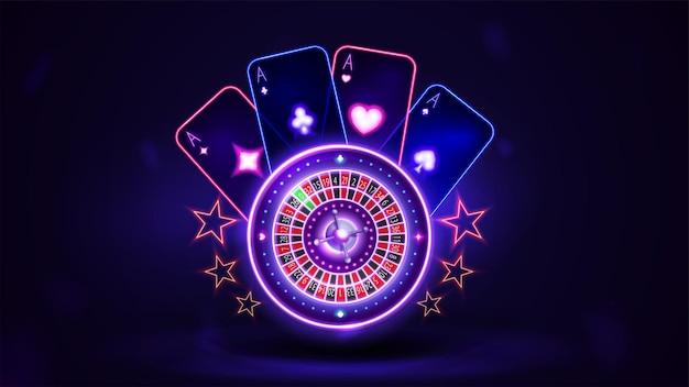 Ruota della roulette del casinò al neon rosa brillante con carte da gioco in una scena buia e vuota