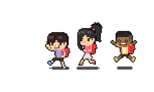 Carattere felice dei bambini del fumetto di arte del pixel con lo zaino rosso.