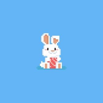 Coniglio di pasqua del pixel con l'uovo di pasqua rosa