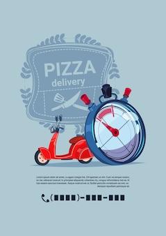 Insegna del modello dell'emblema di consegna della pizza con il moto rosso del motore di concetto dello spazio della copia con l'orologio