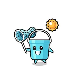 L'illustrazione della mascotte del secchio di plastica sta catturando la farfalla, il design in stile carino per la maglietta, l'adesivo, l'elemento del logo