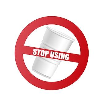 Bicchiere di plastica con segnale di divieto rosso e testo smettere di usare