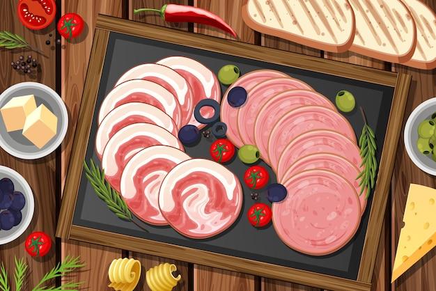 Piatto di salumi e carni affumicate sullo sfondo del tavolo