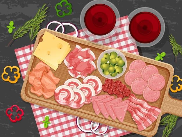 Piatto di diversi salumi sullo sfondo del tavolo