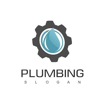 Modello di progettazione del logo dell'impianto idraulico con icona dell'ingranaggio e della gocciolina