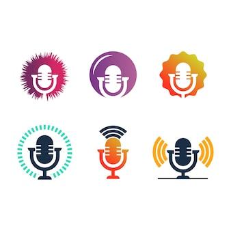 Podcast logo vettoriale illustrazione. illustrazione del microfono. simbolo per influencer o segno di trasmissione