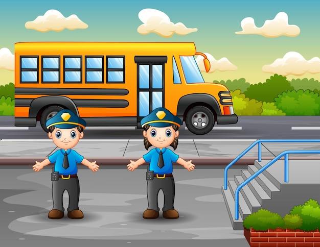 Agente di polizia sulla strada della città