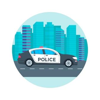 Pattuglia di polizia su una strada con auto della polizia,