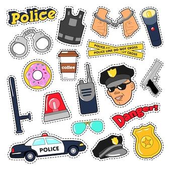 Set di adesivi di sicurezza della polizia con ufficiale, pistola e auto. doodle di vettore
