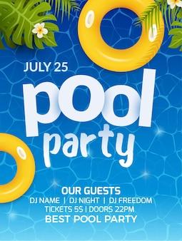 Progettazione di volantini per banner di invito a una festa estiva in piscina. materasso gonfiabile giallo ad acqua e palme. manifesto del modello di festa in piscina.