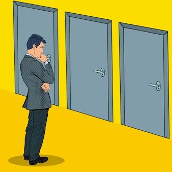 Uomo d'affari dubbioso pop art scegliendo la porta giusta.