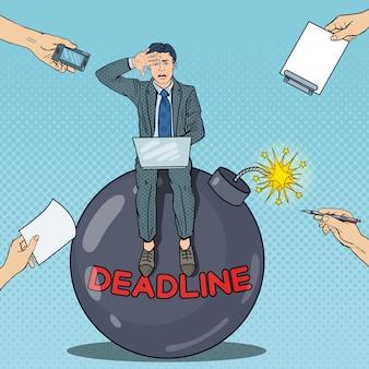 Pop art multi tasking uomo d'affari lavorando su deadline bomb.