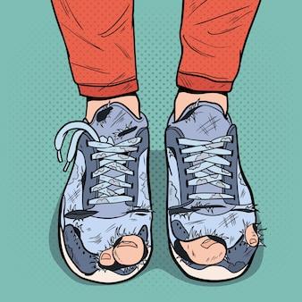 Pop art vecchie scarpe da ginnastica. vecchie scarpe sporche. hipster indossare calzature danneggiate.