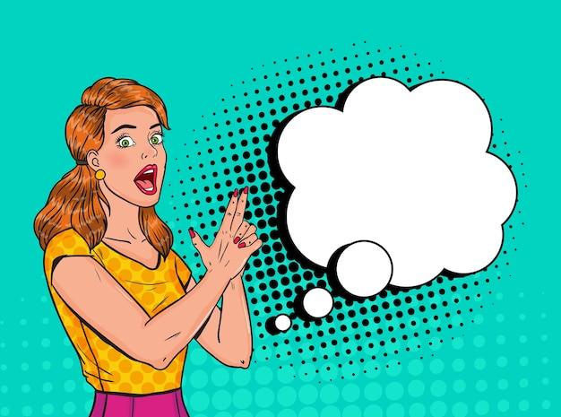 Pop art pretty woman in posa con il dito pistola. poster vintage ragazza gioiosa con fumetto comico. pin up banner cartello pubblicitario.