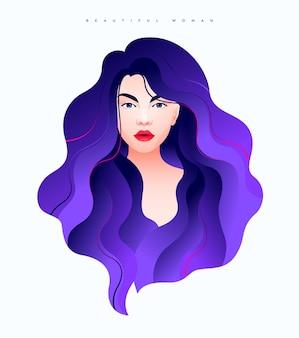 Ritratto di una bella ragazza con lunghi capelli luccicanti viola