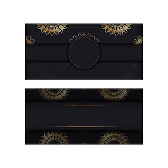 Modello di cartolina in colore nero con motivo mandala oro