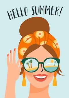 Poster di signora carina con gli occhiali sulla spiaggia tropicale.