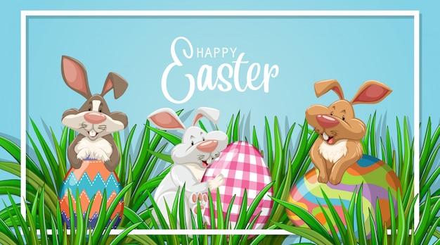 Design del poster per pasqua con tre coniglietti e uova in giardino