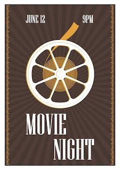 Modello di poster, flyer o invito per la notte del cinema, la premiere del film o il festival del cinema con bobina di film retrò su marrone