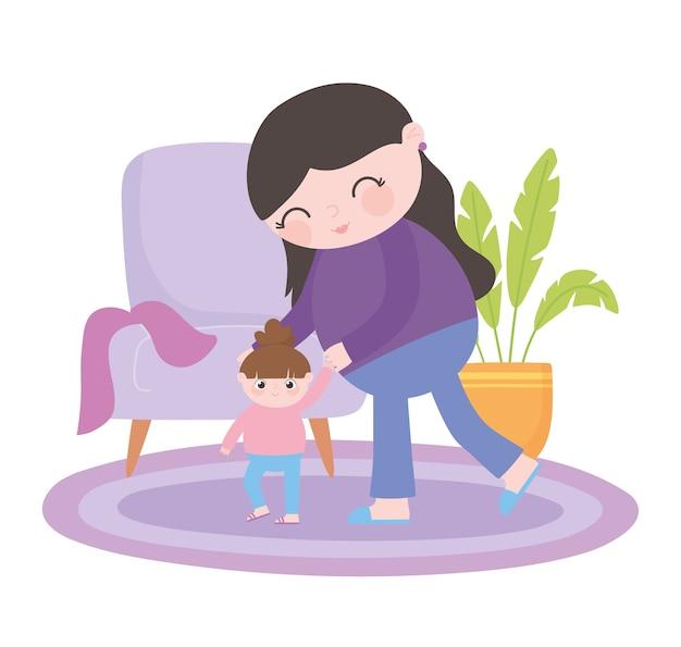 Gravidanza e maternità, mamma che gioca con la sua piccola figlia nella stanza