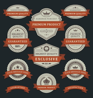 Prodotti premium adesivi di qualità reale. vecchia etichetta di carta sbiadita nell'ornamento del nastro attorcigliato arancione.