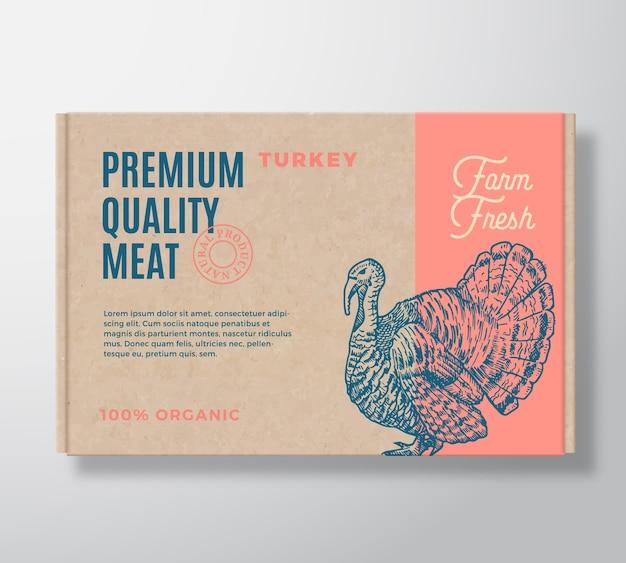 Etichetta di imballaggio di carne di tacchino di qualità premium su un contenitore di scatola di cartone artigianale.