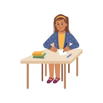 Preteen school girl seduto alla scrivania a lezione scrivere lezione in notebook isolato femmina