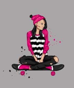 Belle ragazze in top e pantaloncini con lo skateboard