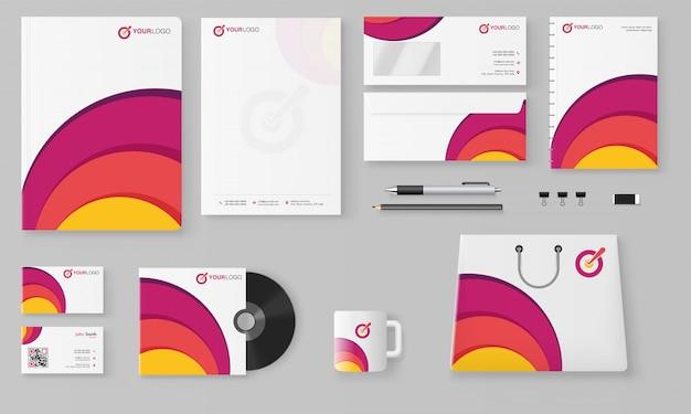Kit professionale di branding aziendale che comprende testata, banner web o intestazione, blocco note.