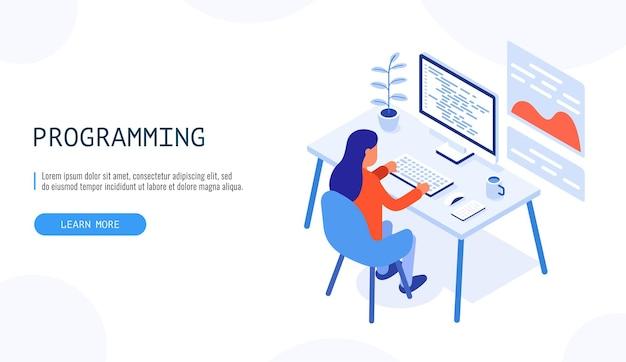 Programmatore al lavoro. donna che lavora su computer desktop. concetto di programmazione.