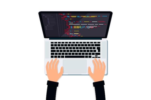 Programmatore che lavora su un computer portatile con codice del programma sulla vista dall'alto dello schermo sviluppo web