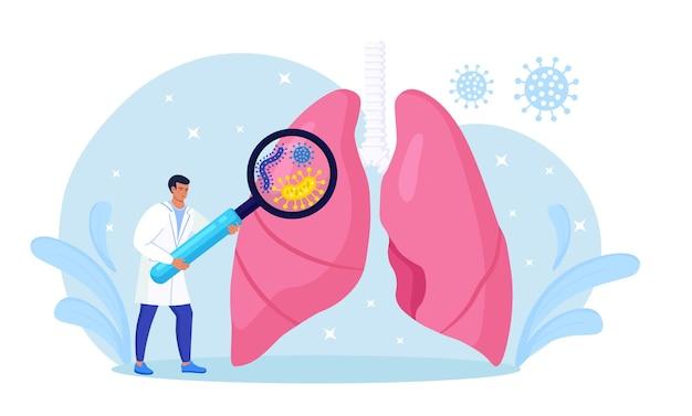 Pneumologia. piccolo medico che esamina i polmoni con la lente d'ingrandimento. tubercolosi, polmonite, trattamento o diagnostica del cancro del polmone. ispezione degli organi interni per malattie, malattie o problemi del sistema respiratorio
