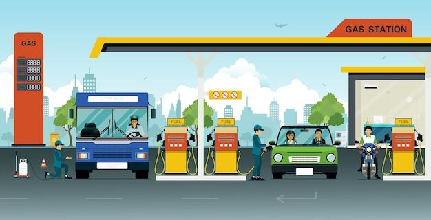 Pompa olio con auto e biciclette da usare.
