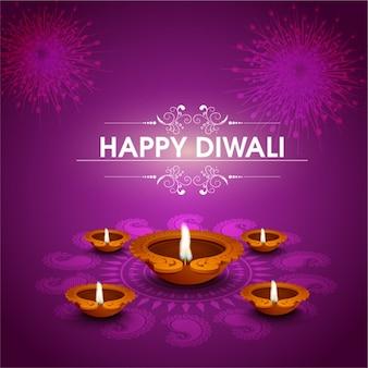 Sfondo viola con cinque candele e fuochi d'artificio per diwali