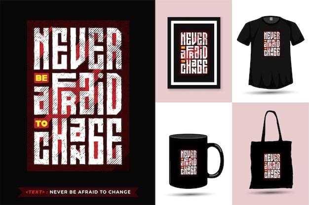 Maglietta con citazione non abbiate mai paura di cambiare. modello di merce di design verticale di tipografia alla moda