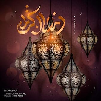 Design ramadan kareem con squisiti fanoos su sfondo rosso bordeaux