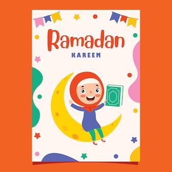 Cartolina d'auguri di ramadan kareem con bambino seduto sulla falce di luna