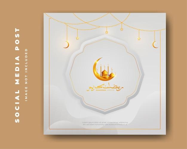 Banner di design islamico di ramadan kareem con falce di luna, moschea e lanterna