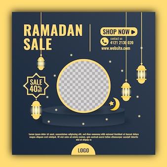 Modello di banner di social media ramadan