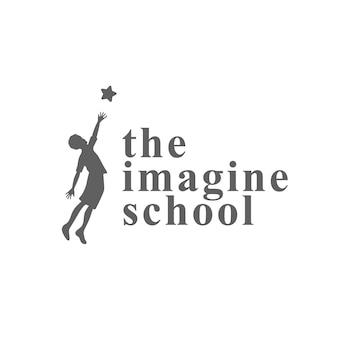 Raggiungi il concetto di simbolo creativo dei tuoi sogni. successo, obiettivo, idea di logo aziendale astratto laureato. bambino felice, silhouette ragazzo e icona di stelle. immagina la scuola, il logo dell'istruzione.
