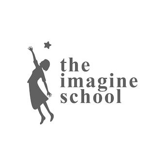 Raggiungi il concetto di simbolo creativo dei tuoi sogni. successo, obiettivo, idea di logo aziendale astratto laureato. bambino felice, siluetta della ragazza e icona delle stelle. immagina la scuola, il logo dell'istruzione.